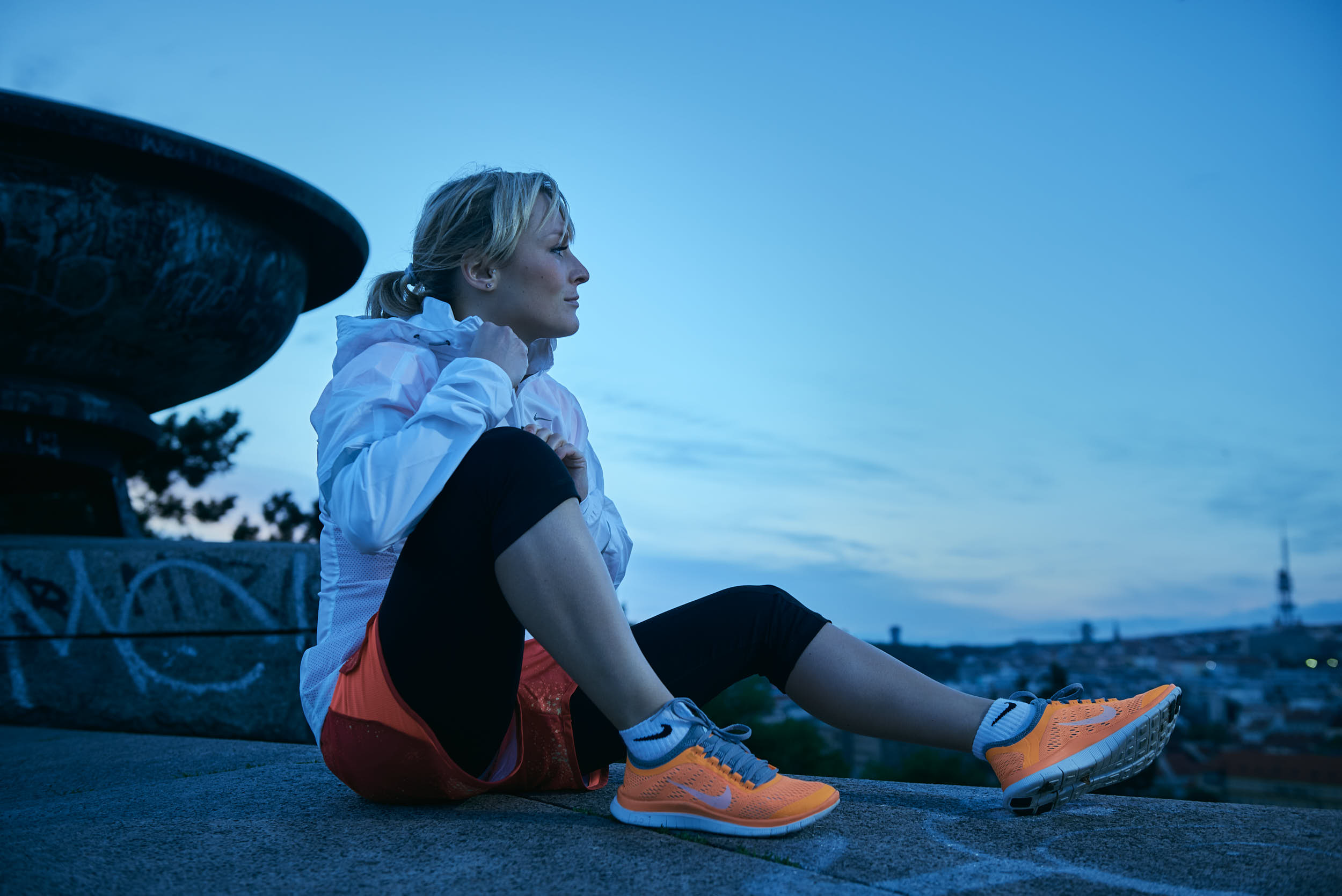Active lifestyle photography: girl in running apparel getting ready for the workout at dawn.