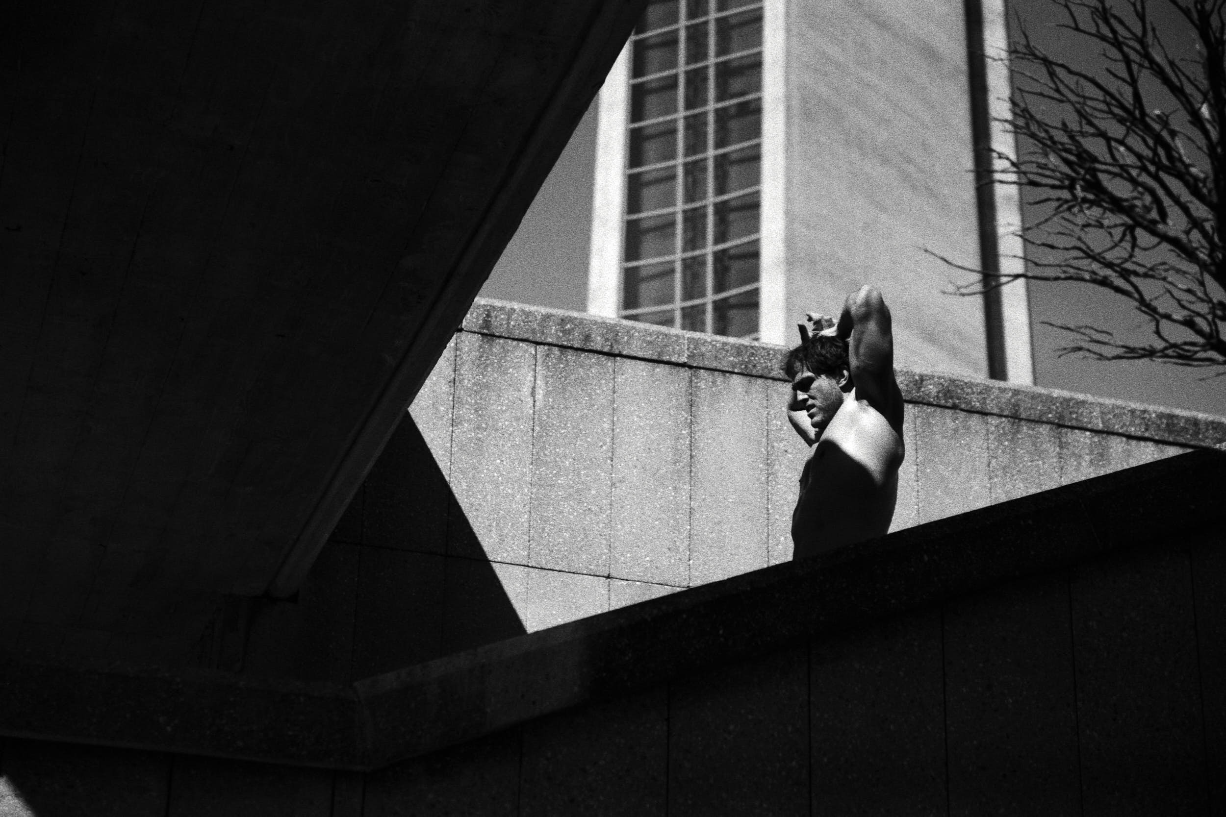 Geometric composition with deep shadows: man catching the breath in between training rounds.